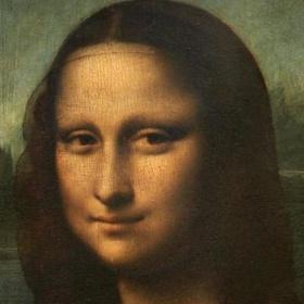 Take a selfie with the Mona Lisa in Louvre (Paris) - Bucket List Ideas