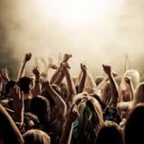 Go clubbing with friends and/or ennemys - Bucket List Ideas