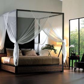 Sleep in a canopy bed - Bucket List Ideas