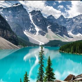 Go to Banff National Park (Moraine Lake) - Bucket List Ideas