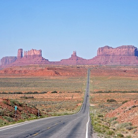 Visit Monument Valley - Bucket List Ideas