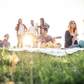 Invite friends for a picnic - Bucket List Ideas
