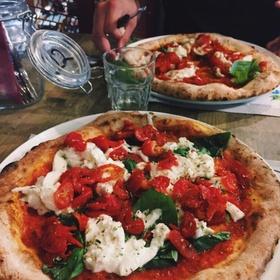 Do a Pizza Tour of Naples, Italy - Bucket List Ideas