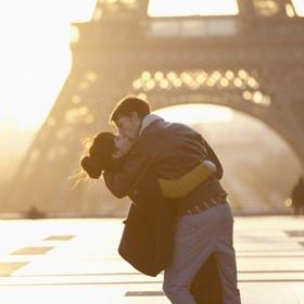 Kiss Under the Eiffel Tower - Bucket List Ideas