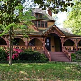 Do a ghost tour of The Wren's House - Bucket List Ideas