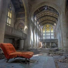 Explore an abandoned building - Bucket List Ideas