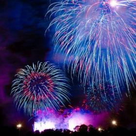 Kiss Under Fireworks - Bucket List Ideas