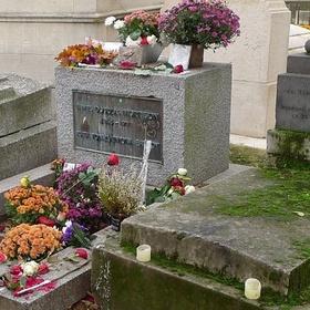Visit Jim Morrison's grave - Bucket List Ideas