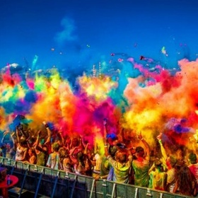 Attend The Holi festival in India - Bucket List Ideas