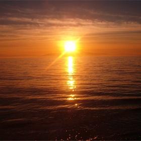 Watch the sun set over the ocean - Bucket List Ideas