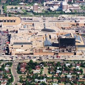 Visit the west edmonton mall in west edmonton, alberta, canada (High Priority) - Bucket List Ideas