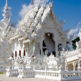 Visit the temple of Wat Rong Khun - Bucket List Ideas