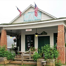 Eat at The Whistle Stop Cafe - Bucket List Ideas