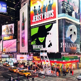 See a Broadway play in NYC - Bucket List Ideas