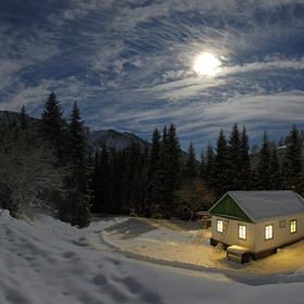 Have a Perfect Kiss in the Snow on a Quiet Winter Night - Bucket List Ideas