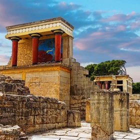 Visit the palace of knossos (minoan palace) in Crete - Bucket List Ideas