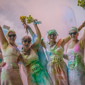 !Renew my wedding vows in vegas, then run the color run in my wedding dress - Bucket List Ideas