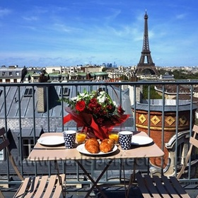 Eat at a café in Paris - Bucket List Ideas
