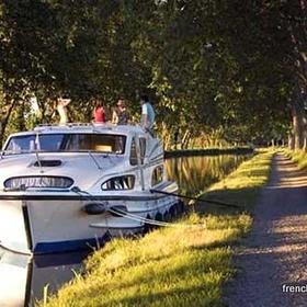 Boat trip with friends - Bucket List Ideas