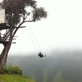 """Go on the """"swing at the end of the world"""" in Ecuador - Bucket List Ideas"""
