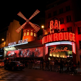 See a can can or burlesque show at the moulin rouge - Bucket List Ideas