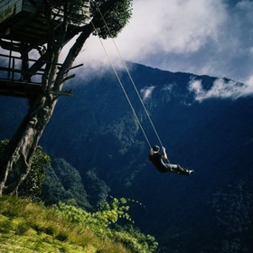 """Go on the """"swing at the end of the world in ecuador - Bucket List Ideas"""