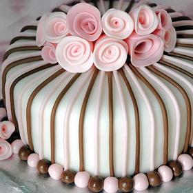Bake a fancy cake with fondant - Bucket List Ideas