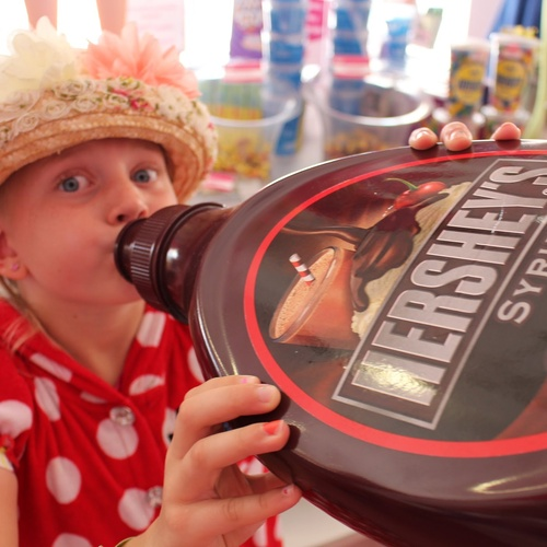 Bucketlist » Buy a GIANT candy at 'It's Sugar' candy store