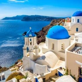 Get Inspired in Oia, Santorini, Greece - Bucket List Ideas