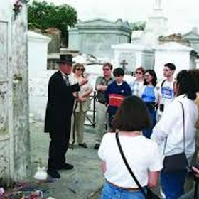 Go on a ghost tour in New Orleans - Bucket List Ideas