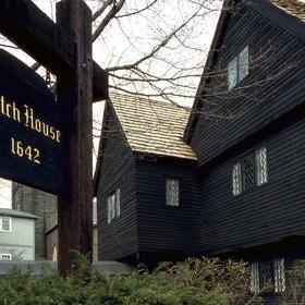 Aller à Salem à Halloween de préférence - Bucket List Ideas