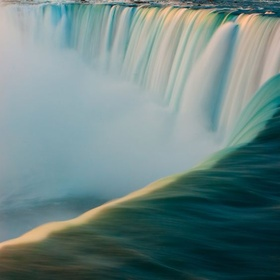 Take Pictures at the Top of Niagara Falls - Bucket List Ideas