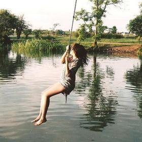 """ركوب ارجوحة للقفز في الماء """"Rope swing into water"""" - Bucket List Ideas"""