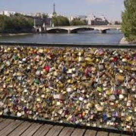 Put a padlock on the love lock bridge in paris - Bucket List Ideas