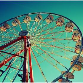 Kiss On Top Of A Ferris Wheel - Bucket List Ideas