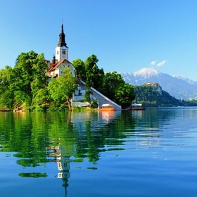 Visit lake Bled in Slovenia - Bucket List Ideas