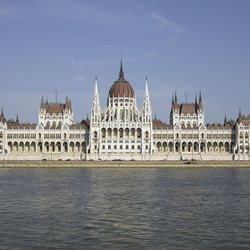 See the Hungarian Parlament building - Bucket List Ideas