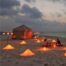 """الذهاب في رحلة تخييم رومانسية """"Go on a Romantic Camping Trip"""" - Bucket List Ideas"""