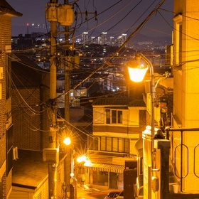 المشي في الحواري الداخليه لمدينة سيول ليلاً والوقوف على أطلاله ليليه للمدينة  - Bucket List Ideas