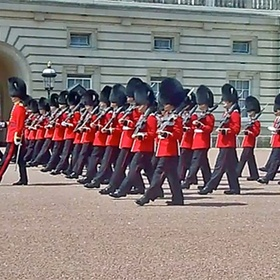 Watch the Changing of the Guard at Buckingham Palace - Bucket List Ideas