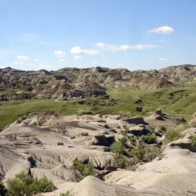 Visit Dinosaur Provincial Park - Bucket List Ideas
