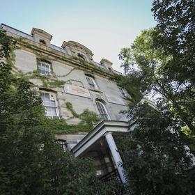 Stay at the old jail hostel in ottawa - Bucket List Ideas