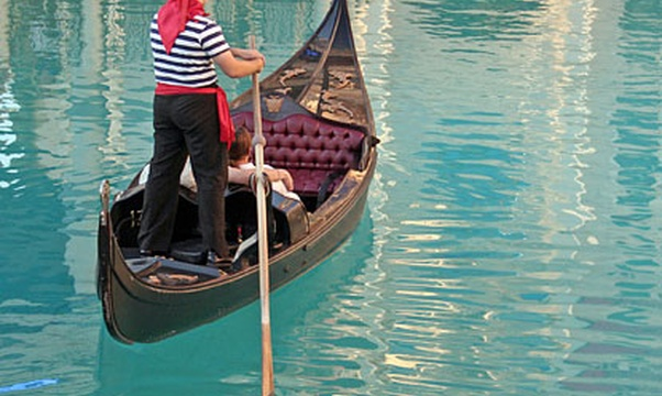 ride a gondola in Venice - Bucket List Ideas
