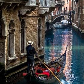Ride a Gondola in Venice with a Lover - Bucket List Ideas