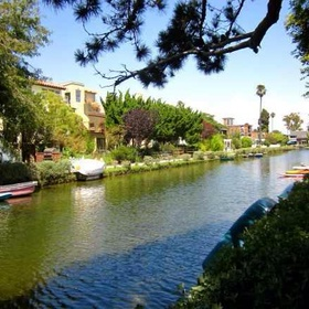 Boat (kayak) around the Venice canals in California - Bucket List Ideas