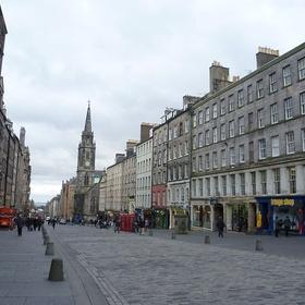 Take a walk through Royal Mile in Edinburgh, Scotland - Bucket List Ideas