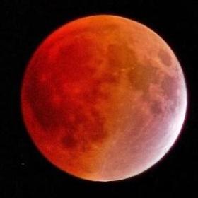 Witness a lunar eclipse - Bucket List Ideas