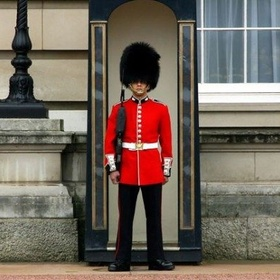 Take a Photo with the Queen's Royal Guard - Bucket List Ideas