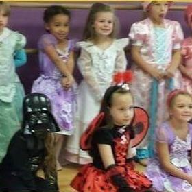 My daughter wears costume from Star wars as a fancy dress - Bucket List Ideas