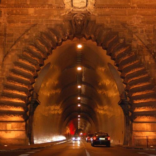 See Budapest at night - Bucket List Ideas